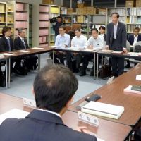 Pass the juice: Officials from Kansai Electric Power Co. and seven regional prefectural governments discuss measures to save electricity this coming winter during a meeting in Osaka on Nov. 14.   KYODO PHOTO