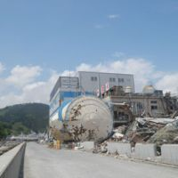 Before and after: The heavily damaged Yayoi Foods Co. plant in Kesennuma is seen on May 27, more than two months after the March 11 tsunami. Below, the same plant on Feb. 22. | SETSUKO KAMIYA
