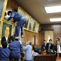 Ozawa portrait hung at Diet with other old-timers