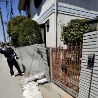 Shaky ground: A worker in Urayasu, Chiba Prefecture, inspects a residence last April for damage caused by liquefaction from the 3/11 temblor.   YOSHIAKI MIURA PHOTOS