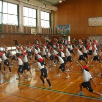 Dance Dance Revolution: Students in Nishinomiya, Hyogo Prefecture, are taught hip-hop by instructors dispatched by the Osaka-based Nippon Street Dance Studio Association during a gym class on Oct. 19. | NIPPON STREET DANCE STUDIO ASSOCIATION