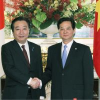 Hand in glove: Prime Minister Yoshihiko Noda poses for a photograph Saturday with his Vietnamese counterpart, Nguyen Tan Dung, prior to their bilateral meeting. | KYODO