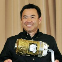 Ready for second run: Astronaut Akihiko Hoshide poses in Tokyo on Wednesday. | KYODO