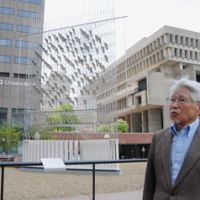 Artist's tale: Japanese-American artist Michio Ihara, 83, talks about his 'Wind Wind Wind' sculpture, seen behind him in central Boston earlier this month. | KYODO