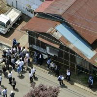 An aerial photograph shot from a Kyodo News helicopter shows the building in Sagamihara, Kanagawa Prefecture, where former Aum Shinrikyo cult member Naoko Kikuchi had been living up to her capture on Sunday. | KYODO