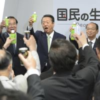 High hopes: Ichiro Ozawa (center) and other members of Kokumin no Seikatsu ga Daiichi (People's Life First) raise a toast Wednesday to celebrate the opening of his party's new headquarters in Chiyoda Ward, Tokyo. | KYODO