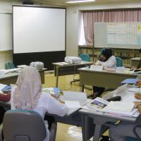 No kana do?: Indonesian candidates who plan to become care workers here study Japanese at a training facility in Tokyo in September 2008. | KYODO