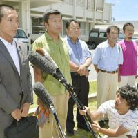 Flag wavers: Five of the 10 people who landed on Uotsuri face reporters Monday after being quizzed by Okinawa police. They are (from left) Yutaro Tanaka, an assemblyman from Suginami Ward, Tokyo; Yoshihiro Kojima of the Toride assembly in Ibaraki Prefecture; Satoru Mizushima, representative of a conservative political group; Yuichiro Wada of the Hyogo Prefectural Assembly; and Eiji Kosaka, an assemblyman in Arakawa Ward, Tokyo. | KYODO