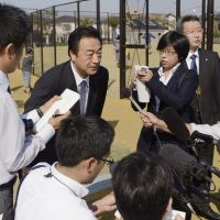 Wrong man: Hiroo Kawahara of the Metropolitan Police Department's Criminal Investigation Bureau speaks to reporters Sunday in the city of Fukuoka after apologizing to a 28-year-old resident who was falsely arrested for email threats sent remotely from his computer. | KYODO