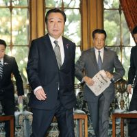 No down time: Prime Minister Yoshihiko Noda heads for a Cabinet meeting Tuesday in the Diet. | KYODO