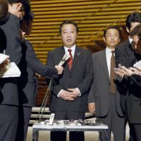 Showtime: Prime Minister Yoshihiko Noda faces reporters Wednesday after announcing his intention to dissolve the Lower House. | KYODO