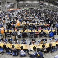 Everybody wins: More than 3,000 young children play 'shogi' Japanese chess at the Tokyo Big Sight convention hall on Sunday, setting a world record for games of shogi played simultaneously in one location. | KYODO
