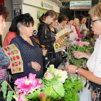 From Matsue with love: Peonies from Shimane Prefecture are marketed at an event in Vladivostok, Russia,  in September. | KYODO