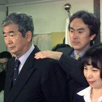 Father wins best: Shintaro Ishihara, his wife, Noriko, and their son Nobuteru appear before the media after Shintaro was elected Tokyo governor for the first time in April 1999. | KYODO