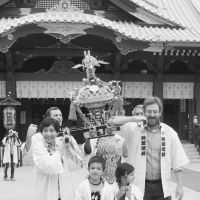 Hands-on Shinto: Diplomats and their families in happi coats carry a portable shrine at Kanda Myojin Shrine during an Oct. 27 seminar for foreign envoys stationed in Japan. | KYODO