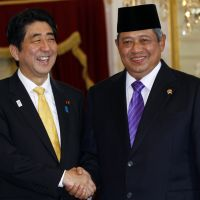 Cultivating ties: Indonesian President Susilo Bambang Yudhoyono greets Prime Minister Shinzo Abe ahead of their meeting at Merdeka Palace in Jakarta on Friday. | AP