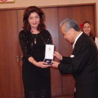 Serbian Ambassador Bojana Adamovic Dragovic awards a decoration to Shigeo Kurihara on Jan. 16. | EMBASSY OF SERBIA