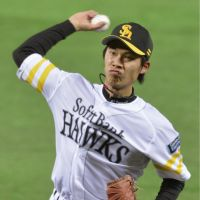 Solid outing: Softbank starter Sho Iwasaki fires a pitch against Orix at Yahoo Dome on Saturday afternoon. The Hawks defeated the Buffaloes 5-2. | KYODO