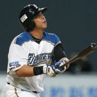 Sledge hammer: The Fighters' Terrmel Sledge smacks a fifth-inning home run on Saturday against the Eagles at Sapporo Dome. Hokkaido Nippon Ham defeated Tohoku Rakuten 2-1. | KYODO