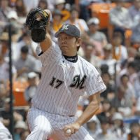Effective outing: Marines left-hander Yoshihisa Naruse, seen getting ready to fire a pitch, struck out seven Giants batters in 8 2/3 innings on Saturday at QVC Marine Field. Chiba Lotte defeated Yomiuri 5-2. | KYODO