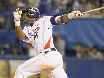 Big blast: Swallows slugger Lastings Milledge crushes a grand slam in the sixth inning against the Fighters on Thursday at Jingu Stadium. Tokyo Yakult defeated Hokkaido Nippon Ham 10-5. | KYODO
