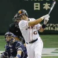 Sunday special: Yomiuri's Edgar Gonzalez hits a two-run home run during the sixth inning of the Giants' 7-5 win over the Dragons on Sunday. | KYODO