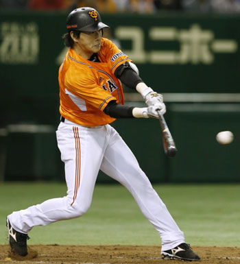 Hitting star: The Giants' Hisayoshi Chono went 4-for-5, including two home runs, with four RBIs in Yomiuri's 6-2 victory over the Hiroshima Carp on Thursday at Tokyo Dome.   KYODO