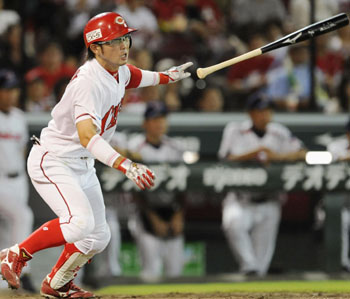 Carp diem: Hiroshima's Eishin Soyogi hits a game-tying single in the sixth inning of the Carp's 4-2 win over the Swallows on Thursday. | KYODO