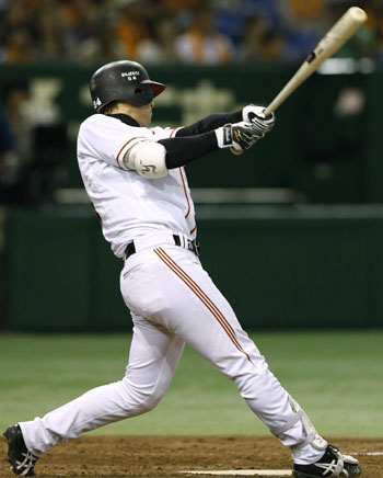 Milestone clout: The Giants' Yoshinobu Takahashi smacks a two-run home run, the 300th of his career, in the fifth inning against the Carp on Friday at Tokyo Dome. Yomiuri defeated Hiroshima 5-0. | KYODO