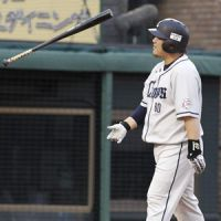 Frustration: Lions slugger Takeya Nakamura, seen heading back to the dugout in the eighth inning, and Seibu had plenty to be disappointed about after a 6-5 loss to the Tohoku Rakuten Golden Eagles on Saturday at Kleenex Stadium. | KYODO