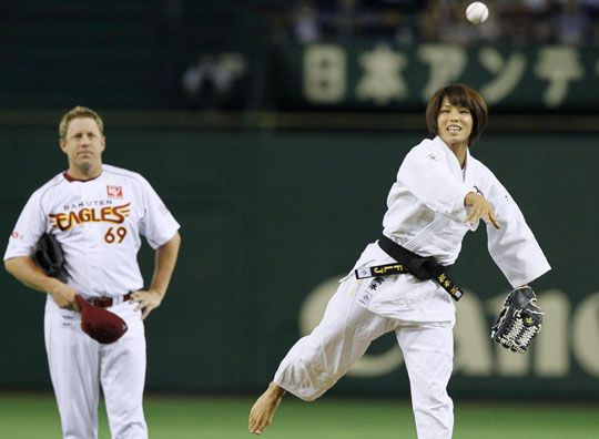 Abe home run helps put Giants on brink of CL pennant