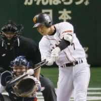 Key moment: Yomiuri's Hisayoshi Chono delivers a go-ahead, two-run single in the sixth inning against the Swallows, putting his team ahead for good.
