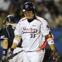 Disappointment: Tokyo Yakult Swallows veteran Kazuhiro Hatakeyama and his teammates suffered a 4-0 defeat against the Chunichi Dragons on Saturday at Jingu Stadium. | KYODO