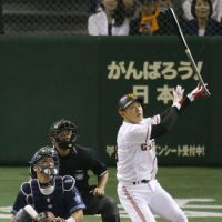 Dramatic finish: The Giants' Kenji Yano watches his game-ending home run in the 10th inning against the BayStars on Sunday at Tokyo Dome. Yomiuri defeated Yokohama 2-1. | KYODO