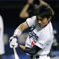 Back in action: Leadoff hitter Yohei Oshima and the Chunichi Dragons make preparations Friday, a day before the start of the Central League Climax Series first stage against the Tokyo Yakult Swallows. Game 1 will be played at Nagoya Dome. | KYODO PHOTO