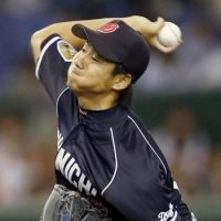 In a zone: Dragons hurler Junki Ito picks up the win in Game 2 of the Central League Climax Series final stage on Thursday at Tokyo Dome. Ito retired 17 straight batters in one stretch of Chunichi's 5-2 victory over the Yomiuri Giants.   KYODO