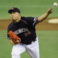 Still going strong: Dragons lefty Masahiro Yamamoto, 47, pitches five innings of two-run ball in Game 3. | KYODO