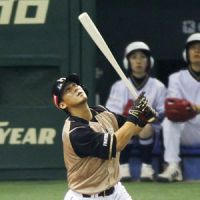 Not much offense: Fighters slugger Sho Nakata and his teammates could only manage five hits in Game 2. | KYODO