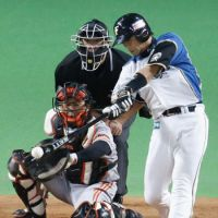 The winning hit: The Fighters' Yuji Iiyama strokes a game-ending double in the 12th inning as Hokkaido Nippon Ham defeated the Yomiuri Giants 1-0 in Game 4 of the Japan Series on Wednesday at Sapporo Dome. The series is now even at two games apiece. | KYODO