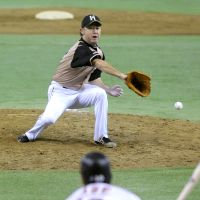 The decisive play: Giants captain Shinnosuke Abe delivers the game-winning single off Fighters pitcher Yuya Ishii in the seventh inning on Saturday. | KYODO
