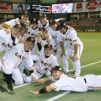 Mr. Dependable: Shinnosuke Abe hits a tiebreaking single in the seventh inning during Game 6 of the Japan Series on Saturday. The Giants won 4-3 to clinch the title. | AP