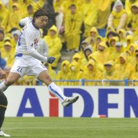 Attack mode: Vegalta's Shingo Akamine fires a shot against Kashiwa on Saturday. | KYODO