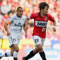 Red mist: Goalscorer Yuki Abe moves the ball during Urawa Reds' 1-0 win over Shimizu S-Pulse on Saturday. | KYODO