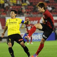 On target: Kashima's Yuya Osako (right) scores in Antlers' 3-2 win over Kashiwa Reysol in the first leg of the Nabisco Cup semifinals on Wednesday night. | KYODO