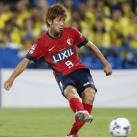 Stepping up: Yuya Osako scores the second goal for Kashima Antlers in a 2-2 draw against Kashiwa Reysol in Saturday's Nabisco Cup second-leg semifinal. | KYODO