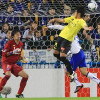 Head and shoulders above: Reysol's Masato Kudo scores against Gamba on Wednesday. The match ended in a 2-2 draw. | KYODO