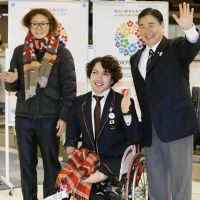 Important trip: FIFA Women's Player of the Year Homare Sawa (left), London Paralympics swimmer Takayuki Suzuki (center) and Tokyo 2020 Bid Committee CEO Masato Mizuno departed Tokyo on Sunday en route to Lausanne, Switzerland, where Tokyo officials will present their candidature file for the 2020 Summer Olympics to the IOC on Monday. | KYODO
