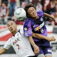 In demand: Tadanari Lee (right) has left Sanfrecce Hiroshima to join English Championship side Southampton in what has been a busy winter for Japanese strikers. | KYODO