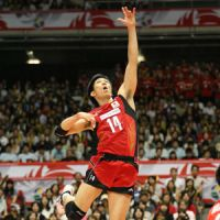 Busy night: Tatsuya Fukuzawa leads Japan with 21 points in Tuesday's Olympic men's volleyball qualifying tournament match against South Korea. | KYODO