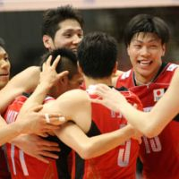 Positive atmosphere: Japan players celebrate a point against Australia during Thursday's match at Tokyo Metropolitan Gymnasium. | FIVB.COM